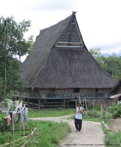 Западная Суматра. Жилой дом народности батаки