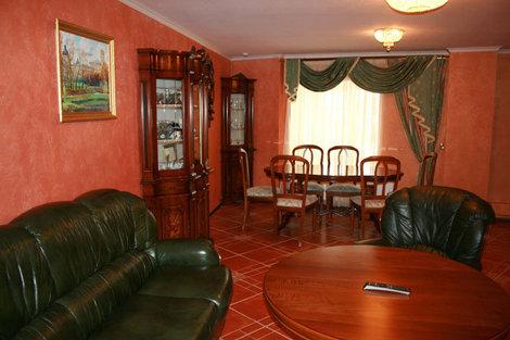 фото  Комната для переговоров и деловых встреч комплекса