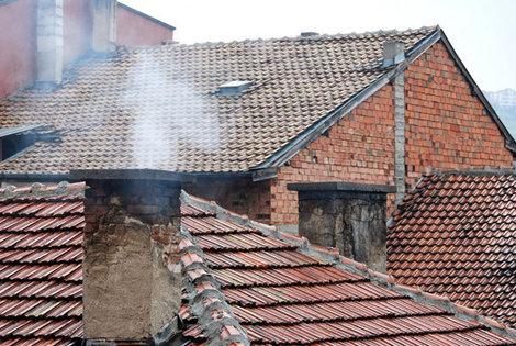 Традиционные черепичные крыши домиков в болгарских городках