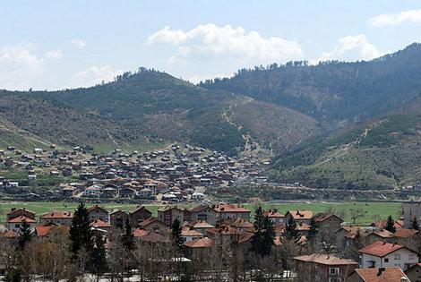 Велинград раскинулся на живописных склонах Родопских гор