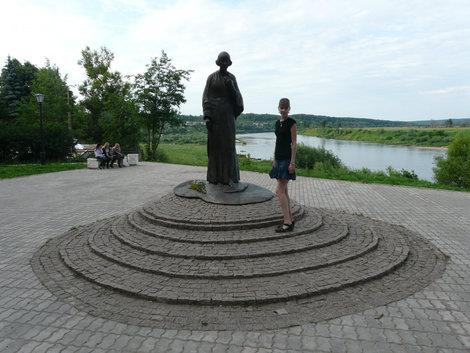 Памятник Марине Цветаевой над Окой (Таруса)