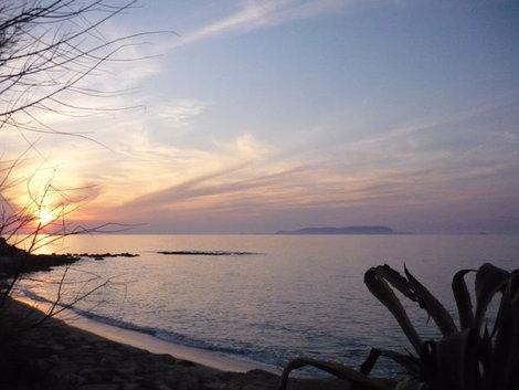 Нежный закат на острове Крит