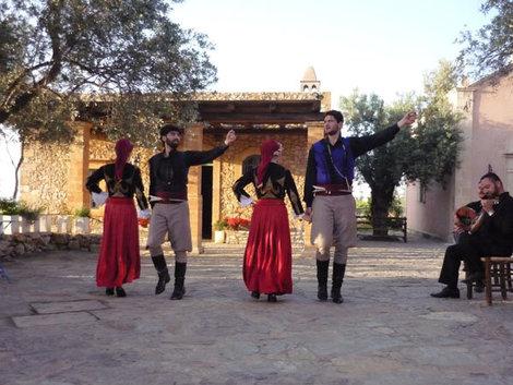 Выступление танцоров на ферме Agreco
