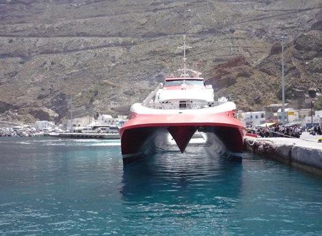 Скоростной паром доставит вас с Крита на Миконос