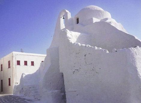 Белоснежная церковь Парапортиани в Хоре