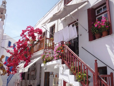 Город Хора и весь остров Миконос — необычайно колоритны