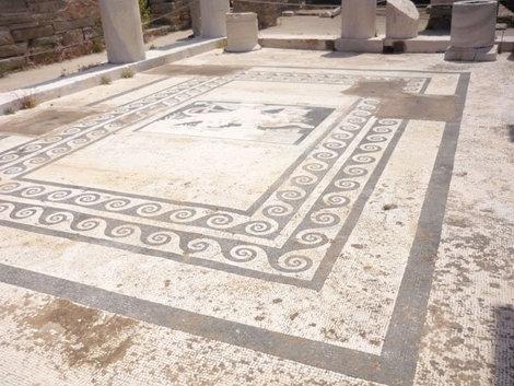 Мозаичный пол древнегреческой виллы на острове Делос