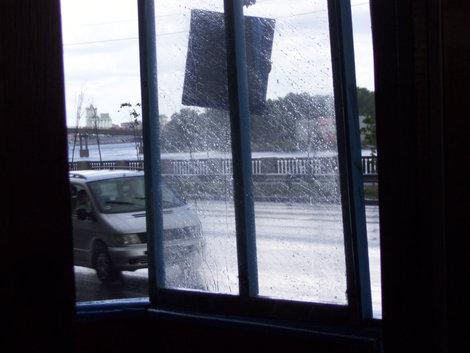 Сейчас стекла защищают от дождя, а раньше площадка вагоновожатого была открыта ветрам и дождю
