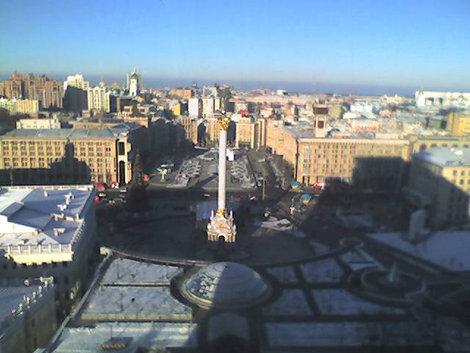 Вид на Майдан с 12 этажа гостиницы Украина