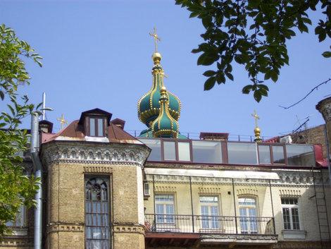 Двор и купол Андреевской церкви