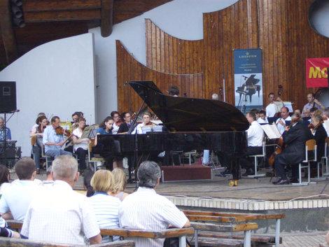 Оркестрв Мариинском парке