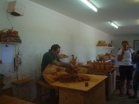 На фабрике керамических изделий