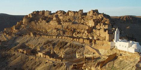 berebrskaya derevnya shenini , postroena 11 vek na visote 400 m berberami shtobi oboronitssa ot nabegov bedouinov