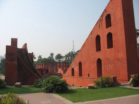 Дели. Обсерватория Джантар-Мантар. Samrat Yantra