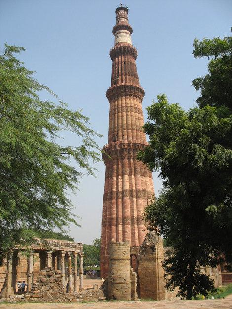 Дели. Кутб-Мина́р (также Куту́б-Мина́р или Кута́б-Мина́р,Qutub Minar)