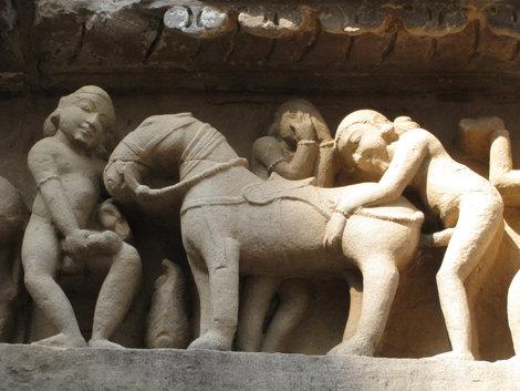 indiyskie-eroticheskie-barelefi