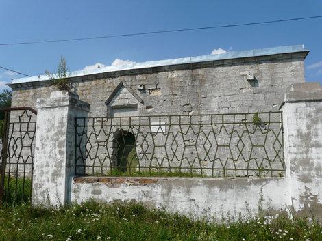 Мавзолей возле мечети
