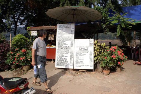 Кафе на берегу Меконга