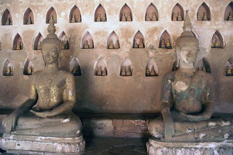 Стена с Буддами, Ват Сисакет