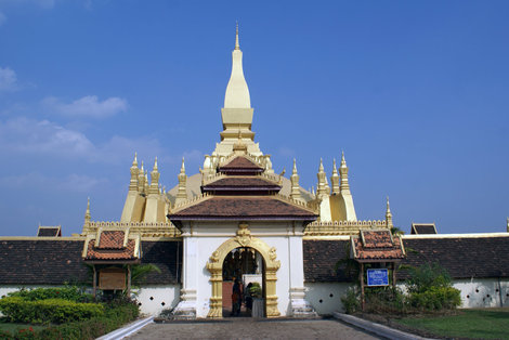 Вход в Ват Тхатлуанг