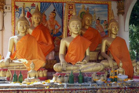 Будды на алтаре