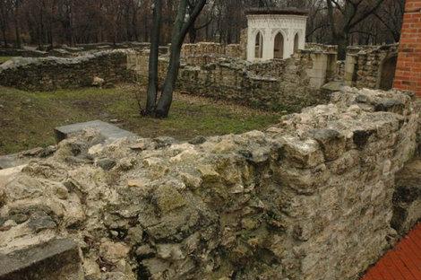 Развалины Доминиканского монастыря.