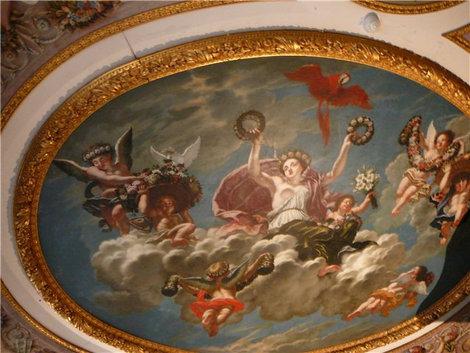 Потолок в спальне супруги Людвига