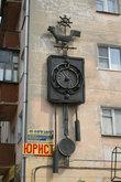 В этом доме на Московской находятся 3 магазина, продающих часы.