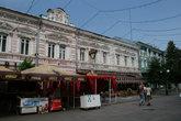 На Московской сохранился  дух старины. Почти вся улица выдержана в одном и том же архитектурном стиле.