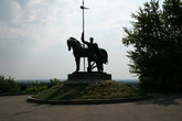 Памятник Первопоселенцу города.