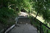 Лестница, ведущая к подворью Свято-Тихвинского мужского монастыря.