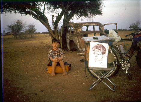 Юный житель Намибии и его портрет — один из тысяч портретов сделанных за время путешествия