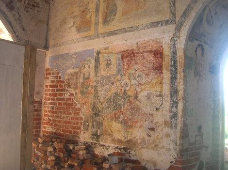 Частично сохранившиеся фрески