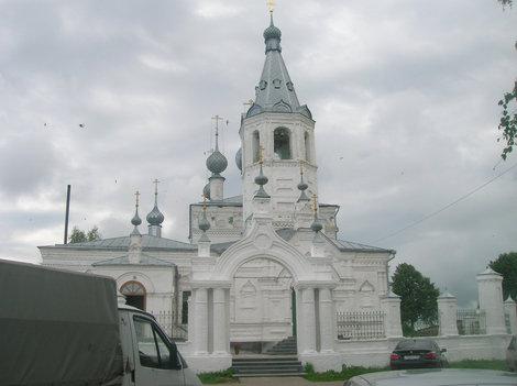 Храм Иоанна Златоуста в Годеново. Животворящий крест внутри.