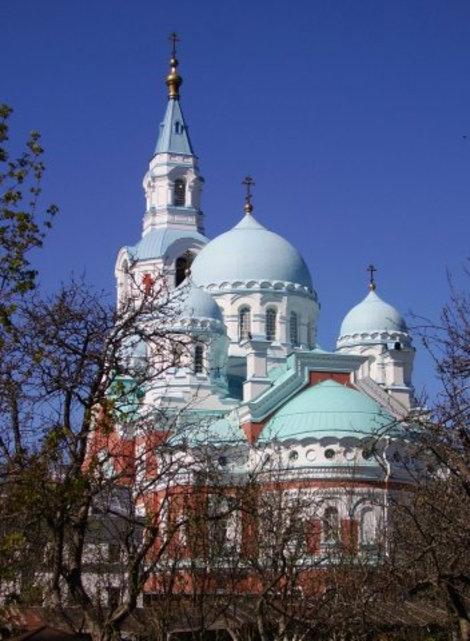 Спасо-Преображенский собор построен в 1887-1896 гг., архитекторы А. Я. Силин и Г. И. Карпов.