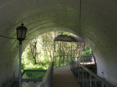 Мость к источнику Саввы Сторожевского — вдоль Кончуры, а не поперёк