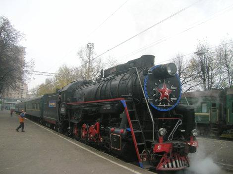 Рижский вокзал. Перед отправлением. На соседней платформе современный поезд из Великих Лук
