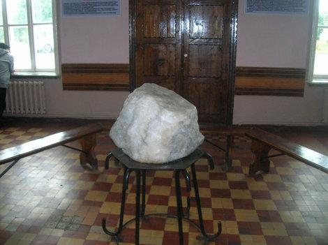 Соляной кристалл внутри железнодорожной станции Соль