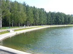 Отдыхающие на озере