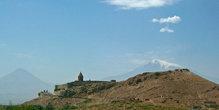 Хор-Вирап на фоне горы Арарат