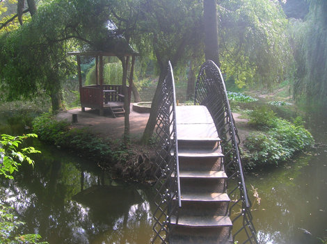 Остров любви в Краснокутском дендропарке