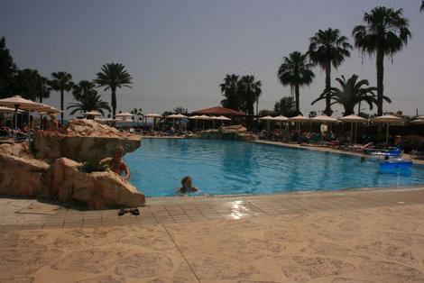 бассейн в отеле Pavlo Napa Beach Hotel 4*