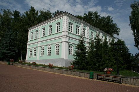 Дом 19 века на Московском спуске. Бывшая муз. школа.