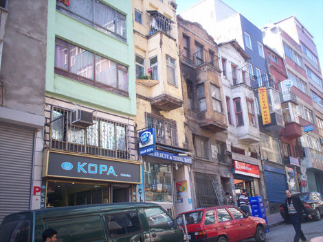 Улица, где расположен отель