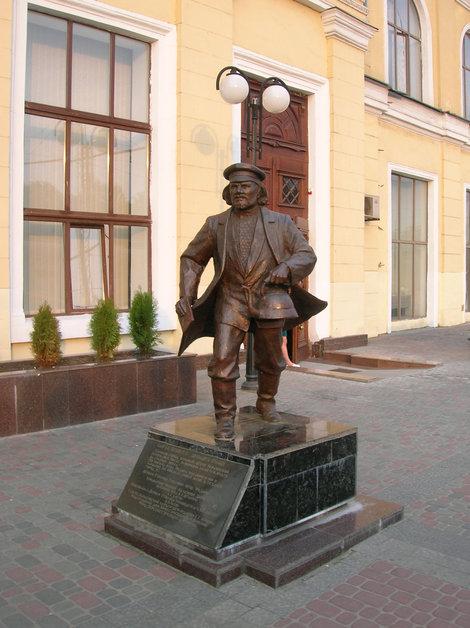 Памятник отцу Фёдору на Южном вокзале