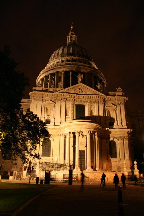 Собор Святого Павла ночью