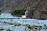 высохшее русло реки Ганги и ашрам Бабаджи