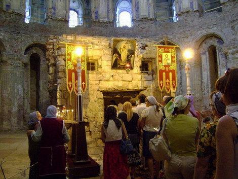 Новый Иерусалим. Кувуклия (место трехдневного погребения и Воскресения Христа) в ротонде Воскресенского собора точно воспроизводит первоначальную кувуклию в храме Гроба Господня в Иерусалиме