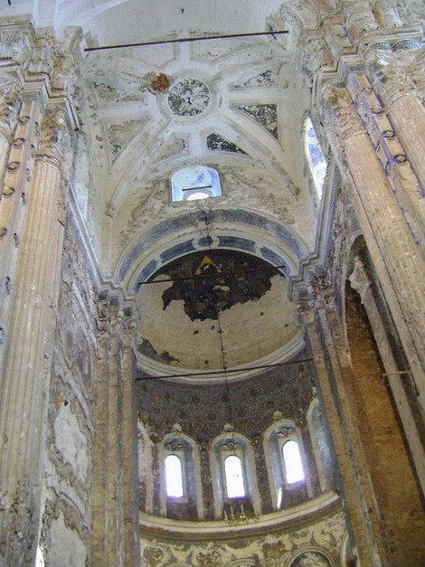 Новый Иерусалим. Внутреннее убранство Воскресенского собора (часть собора, где ведется реконструкция)