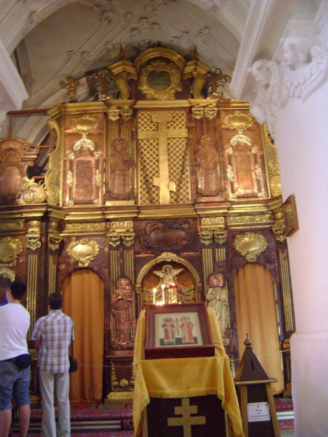 Новый Иерусалим. Иконостас с изображением святых равноапостольных Константина и Елены в верхней части